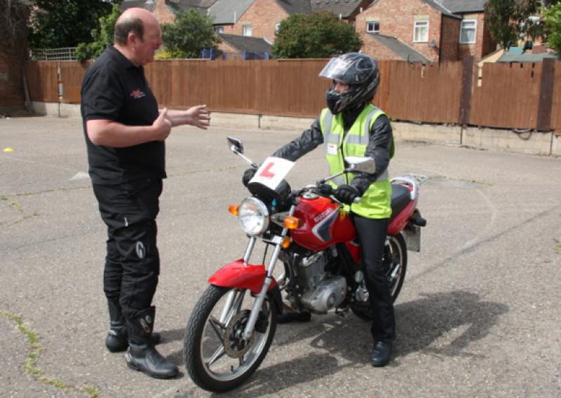 Moto izbraucieni ar instruktora pavadījumu